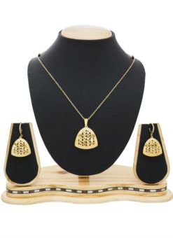Attractive Pendant Set With Earrings